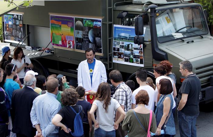 Cientos de menores junto a sus profesores y representando a decenas de colegios han participado en la inauguracion del Finde Cientifico en las instalacines del MUNCYT de Madrid.