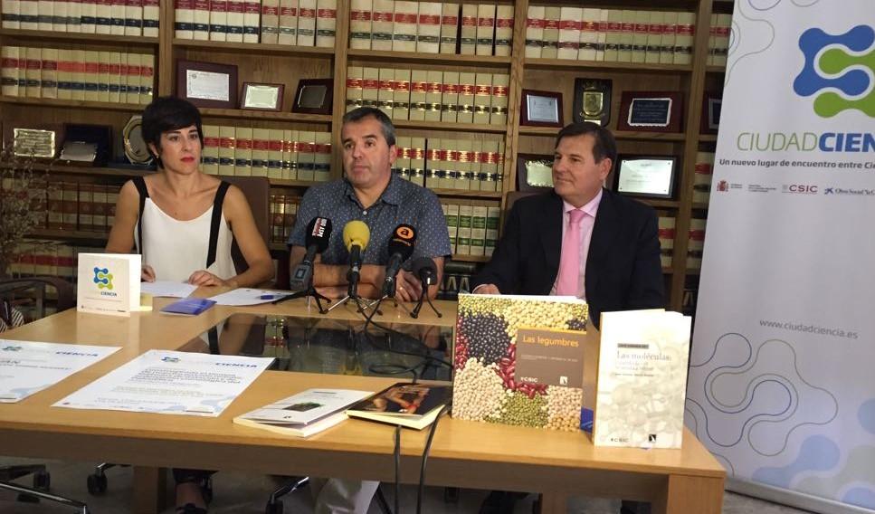 Carmen Guerrero, Antonio Puerto y Felipe Pulido de Dios en la presentación de Ciudad Ciencia en Aspe