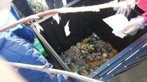 Alimentando el compost 2